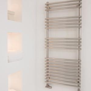 Edelstahl badezimmer design heizkörper nomi bad heizung
